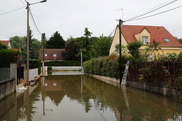 Les pavillons situés entre la rue de Concy et la plaine ont presque tous été touchés par l'inondation photo philippe serieys