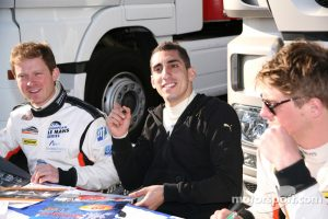 Buemi ultimately never drove in the 6 Hours of Paul Ricard, but he was at least able to get some autograph signing in!