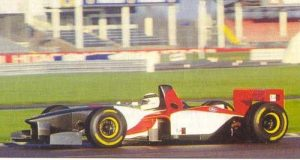Allan McNish tested Lola's T95/30 as they weighed up an F1 entry. Note the complete lack of engine cover!