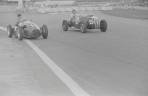 Leslie (left) battling Ken Wharton in one of his first outings with the Connaught A-Type.