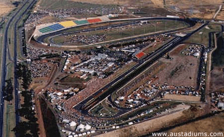 Calder Park at its height. With the big Thunderdome visible at the background, the track used in 1980 can be seen in the front right in the picture. (Source: austadiums.com)