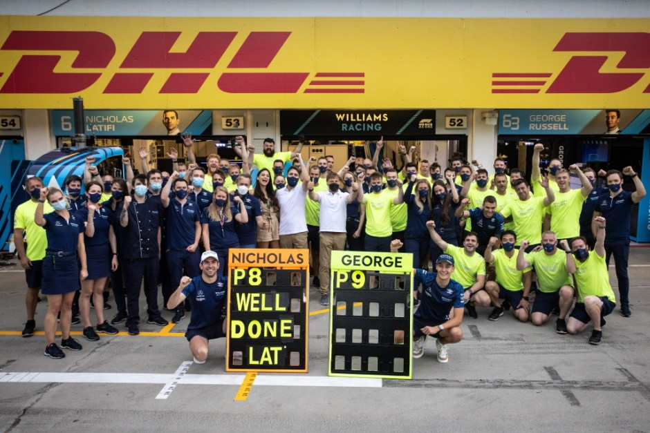 The Williams team celebrates their first double points finish since Monza 2018.