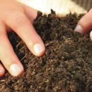 Composta con tierra para jardines, con Composteros Gpsmx