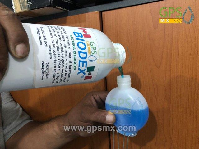 Colocación de dosificador manual en caja de sanitario con Biodex manipulador bacteriano
