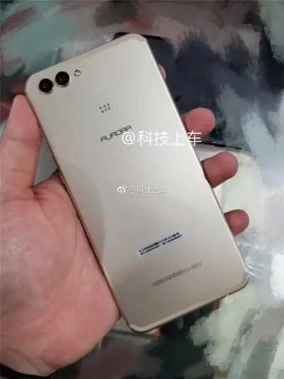 Huawei P11 Plus: διέρρευσαν οι πρώτες φωτογραφίες του, με οθόνη 18:9;