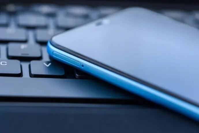 Xiaomi-Redmi-6-Pro-Lake-Blue-2