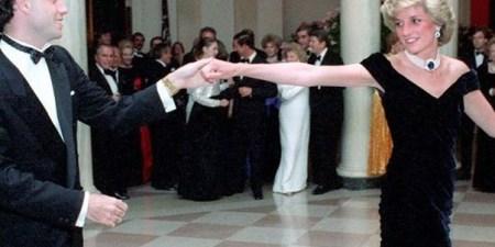 Το μπλε βελούδινο φόρεμα που φόρεσε η πριγκίπισσα Νταϊάνα τη βραδιά που χόρεψε με τον Τζον Τραβόλτα βγαίνει σε δημοπρασία