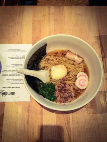 Klasyczny ramen w Momofuku Noodle Bar