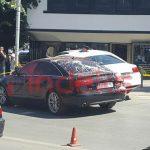 Приштина: На аутомобил министра Полиције бачена фарба