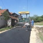 Током викенда настављени радови на асфалтирању улица