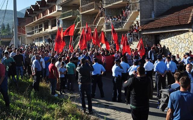 Foto GračanicaOnlajn: Protest Albanaca iz Mušutišta protiv povratka Srba