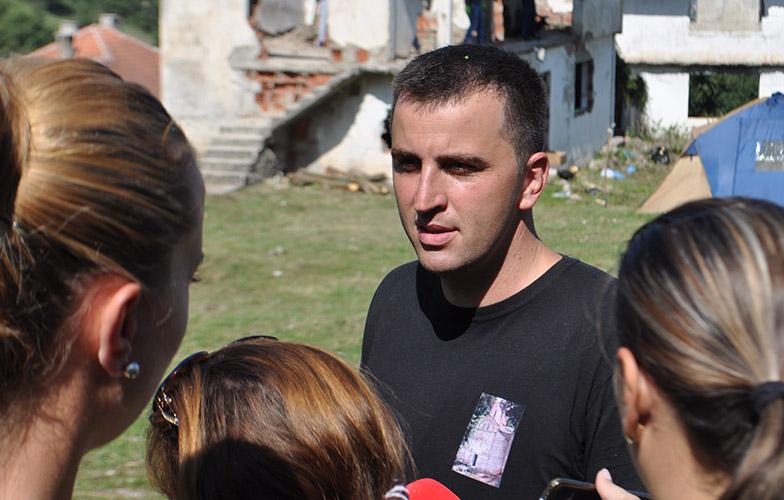 Стојановић и Томић организовали чишћење црквеног дворишта у Мушутишту