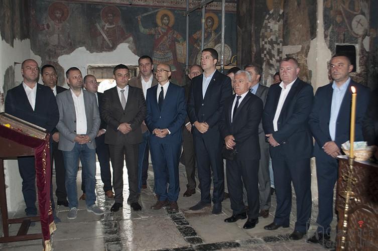 Посланичка група српске листе сутра неће присуствовати скупштинском заседању