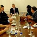 Foto: Hašim Tači sa porodicama kidnapovanih Srba i Albanaca