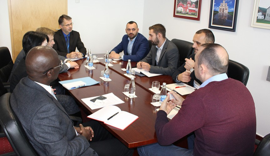 Томић и Младеновић представили УНМИК-у проблеме мањинских заједница