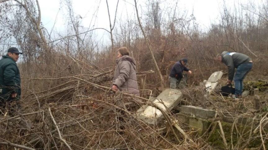Расељени Срби из Мушутишта за Задушнице у свом селу