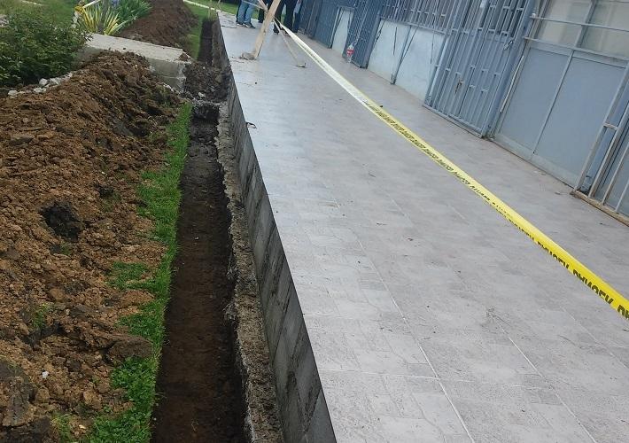 Izgradnja pokrivača ispred fizijatrije u Lapljem Selu