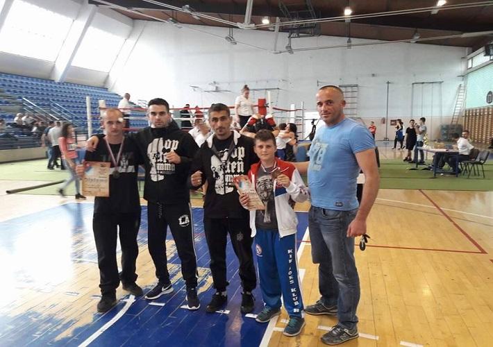 """Miloš Savić i Relja Dimitrijević, """"bronzani"""" na prvenstvu centralne Srbije u kik-boksu"""