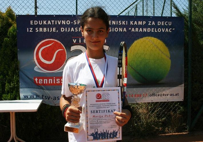 Marija Dukić i Lena Perić uspešne na teniskom turniru u Aranđelovcu