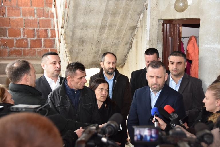 Јевтић и Поповић обишли породицу Стојановић из Грачанице