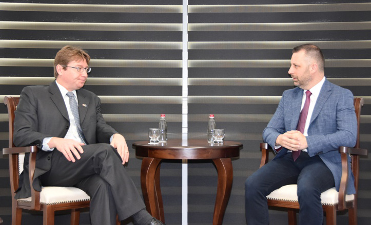 Dalibor Jevtić upoznao ambasadora Kanade sa problemima nevećinskih naroda