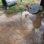 Cev prsla, voda se nekoliko dana izliva, a problem niko da reši?!