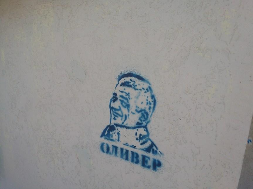 Графити са ликом убијеног Оливера Ивановића и у Грачаници