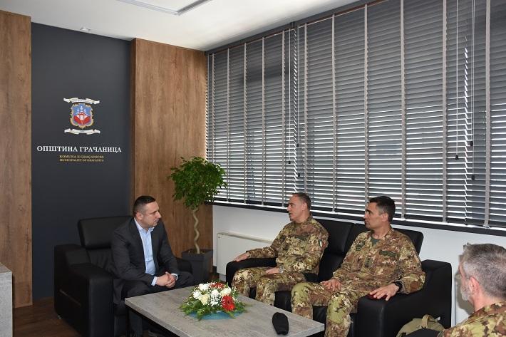 Председник општине Грачаница о безбедности са генерал-мајором КФОР-а
