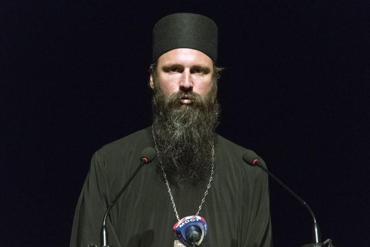 Вечерас архимандрит Иларион из манастира Драганац предводи литију у Подгорици