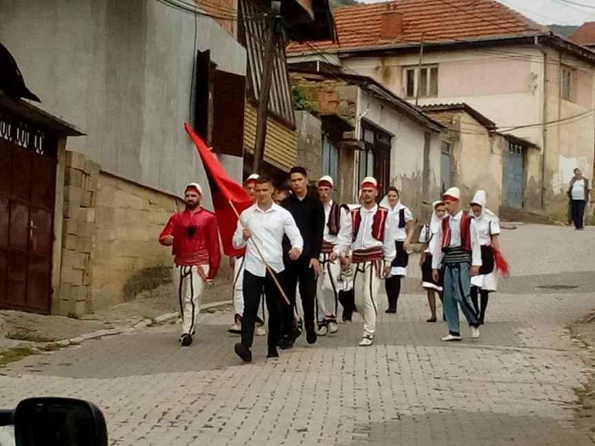 Албанци покушали да сниме музички спот код цркве у Ораховцу