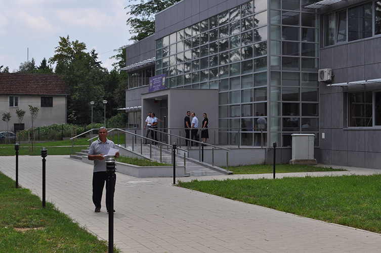 Апостолова у Косовској Каменици отвара зграду општине