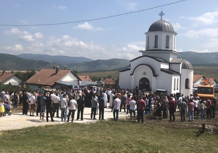 Освештана црква и звоно у Новом Бадовцу