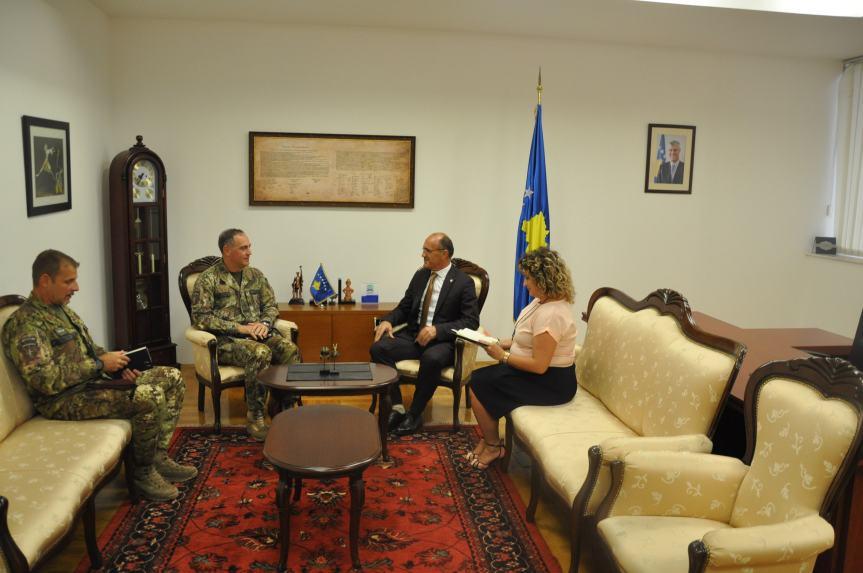 Kosovski ministar unutrašnjih poslova razgovarao o bezbednosti sa glavnokomandujućim KFOR-a na Kosovu