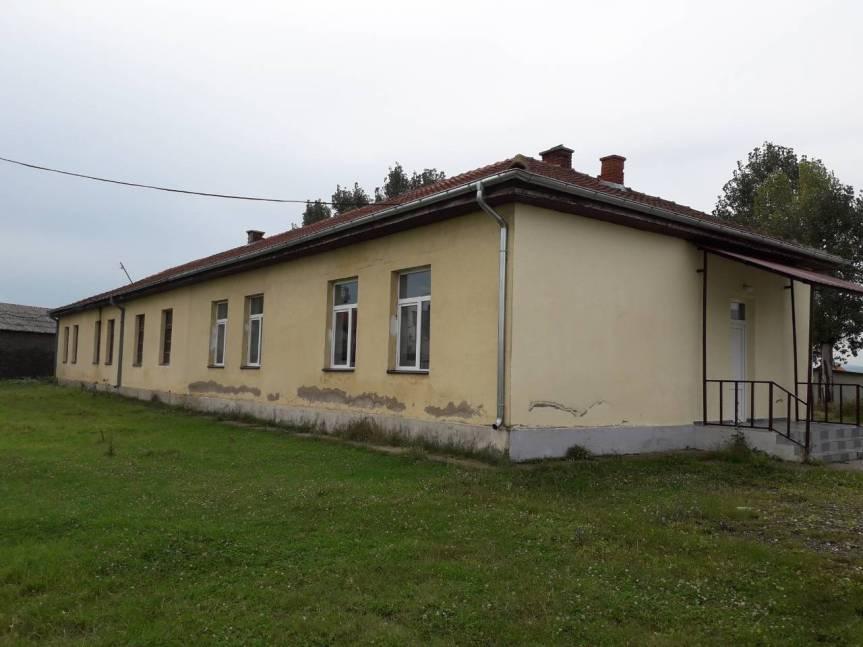 Kancelarija za KiM: Kamenovanje škole u Rabovcu nastavak organizovanog razbojništva