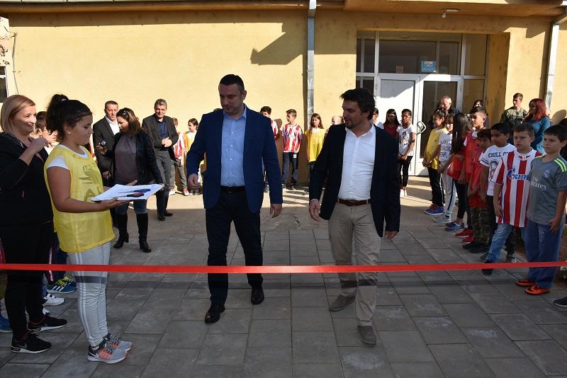 У Лапљем Селу отворена нова школска сала