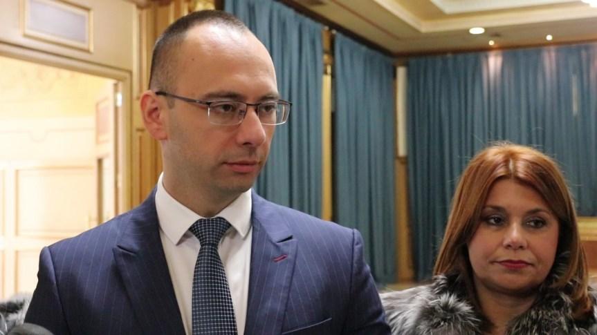 Српска листа: Нећемо учествовати у раду Скупштине Косова док Приштина не повуче таксе, за нас су гласали Срби, а не Албанци