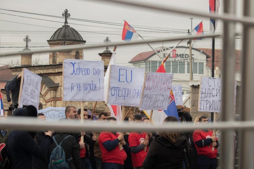 Мирни протести Срба у Грачаници: Приштина мисли да срећу свог народа гради на несрећи другог