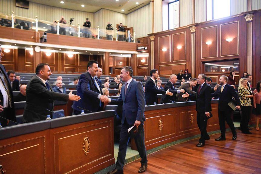 Састанак Кадрија Весељија, министра финансија и председника Привредне коморе Косова са привредницима