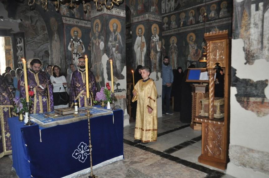 Изношење Плаштанице у манастиру Грачаница
