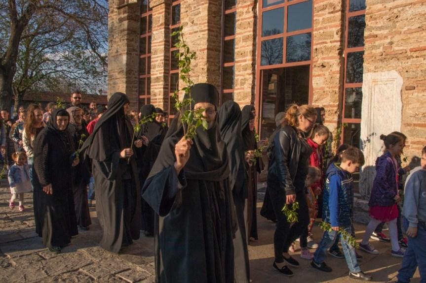Католици данас славе Ускрс, а православци Цвети
