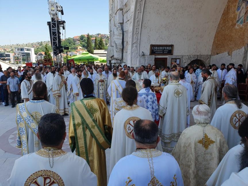 """Trojičindanski Proglas: """"Zavjetujemo se i zaklinjemo da ćemo čuvati, obnavljati i braniti svoje svetinje, ćivote naših svetitelja, groblja, crkve i manastire"""""""