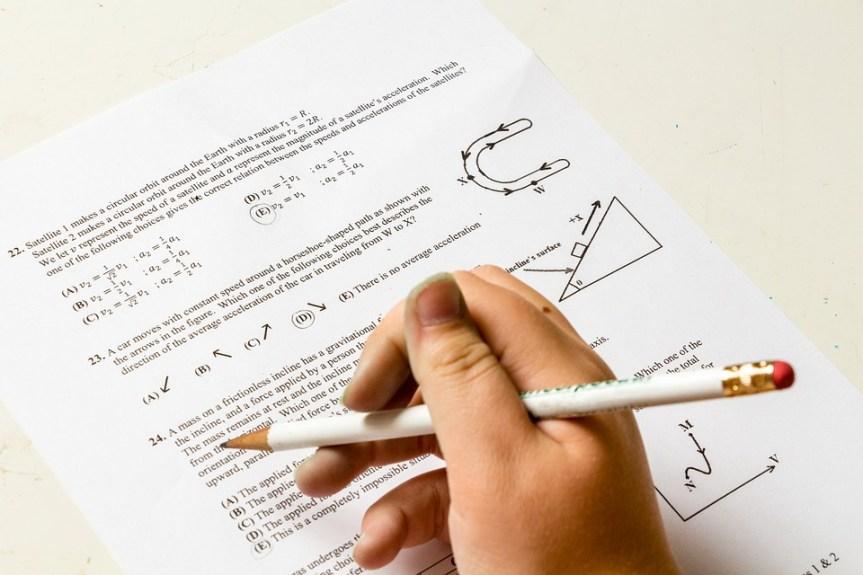 """Опет """"процурела"""" решење тестова из математике – Двери траже Шарчевићеву оставку"""