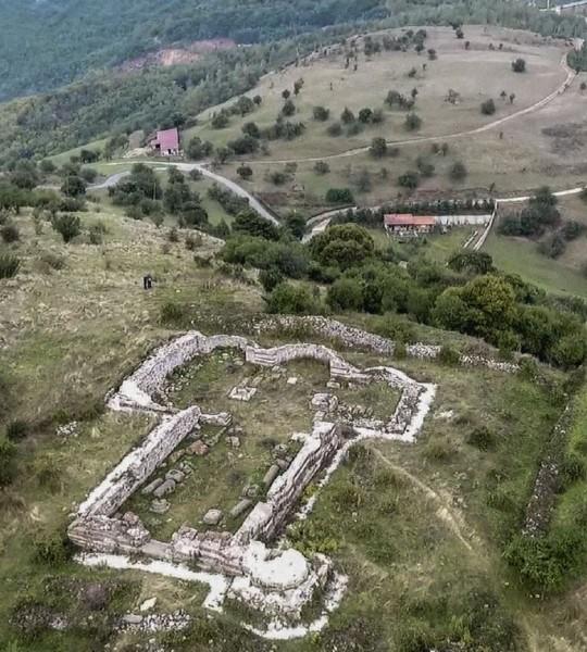 Оштра реакција епархије Рашко – призренске на албанско прекрајање историје и присвајање верских објеката