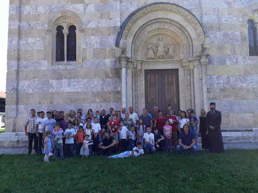 Срца из Париза настављају да куцају за децу са Косова и Метохије