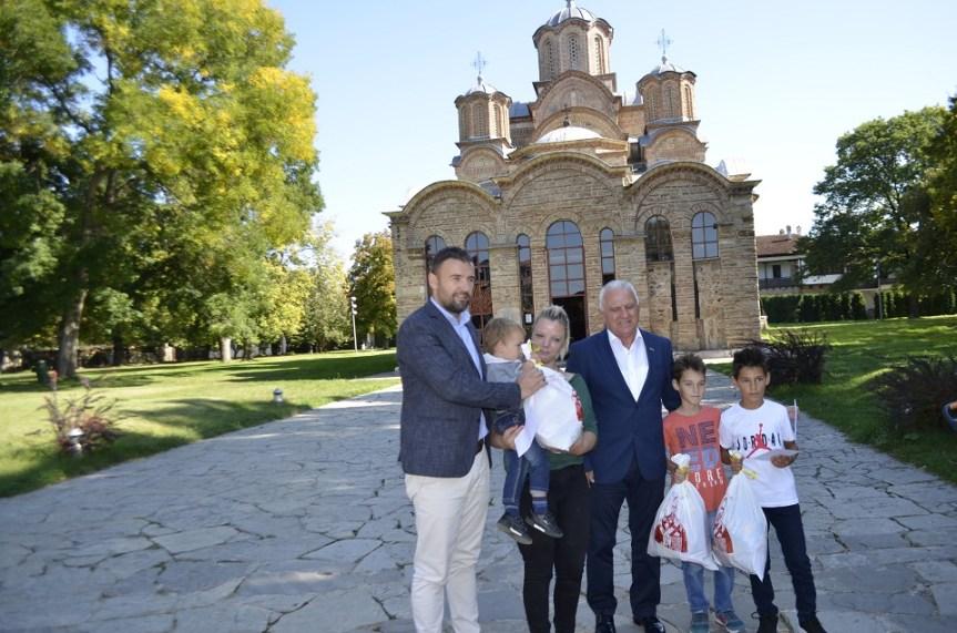 Арлов уручио помоћ породици Михајловић из Бадовца