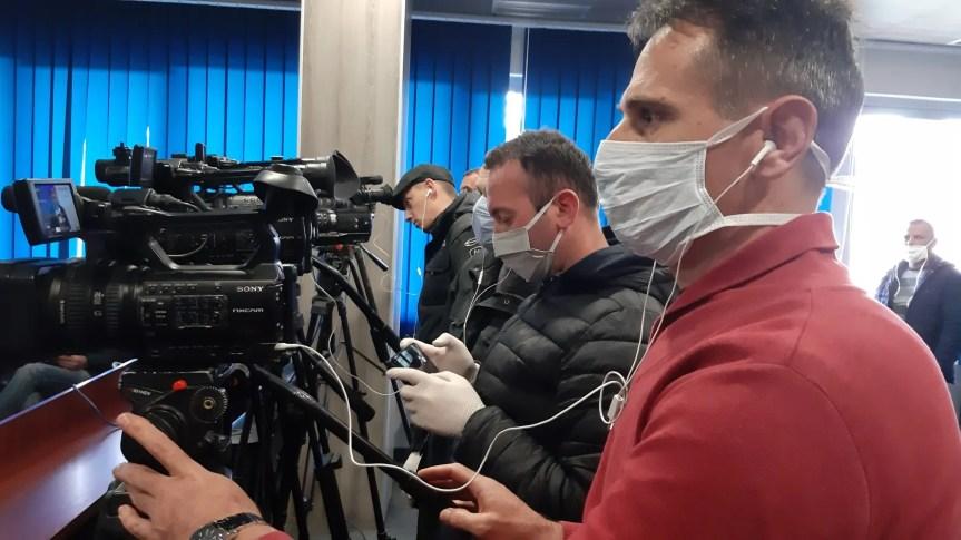 Новинари могу да се крећу у време не/постојећег полицијског часа