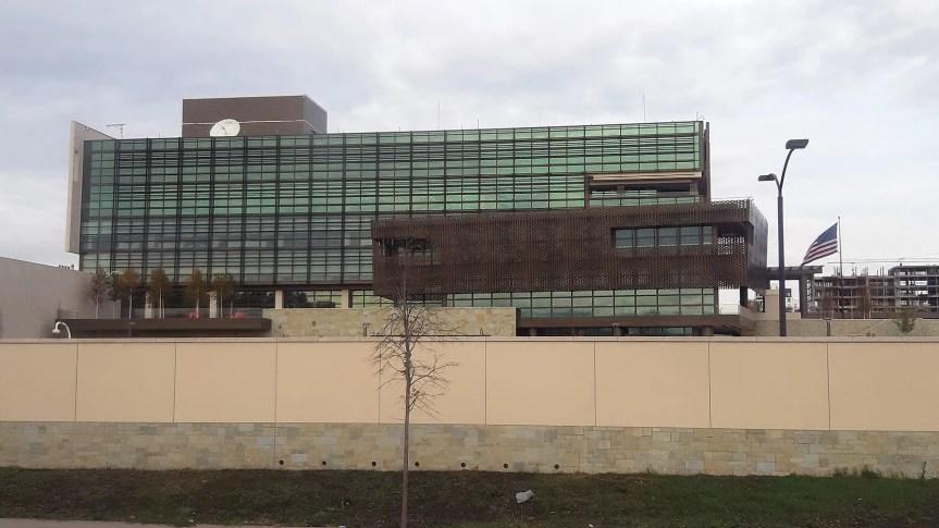 Амбасада САД у Приштини позива Владу Косова да укине таксе