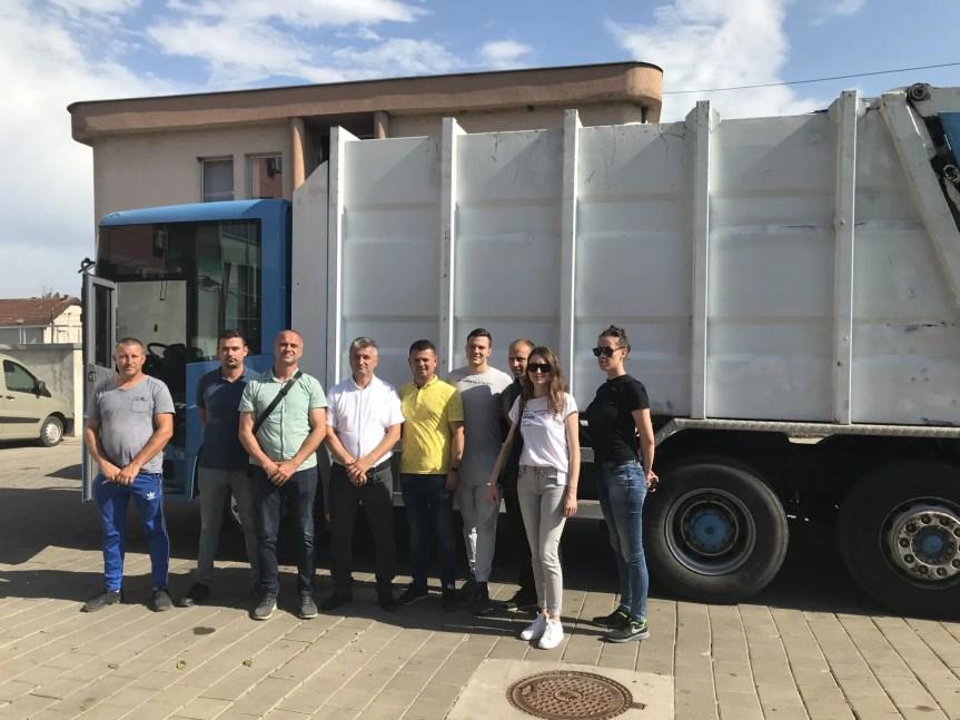 """Regionlna kompanija """"Pastrimi"""" ustupila dva kamiona na korišćenje JKP """"Ekologija"""""""