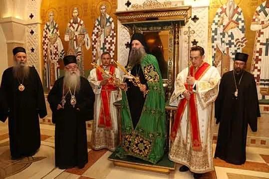 Васкршња посланица патријарха Порфирија: Имајте пред собом дивне примере вере и родољубља
