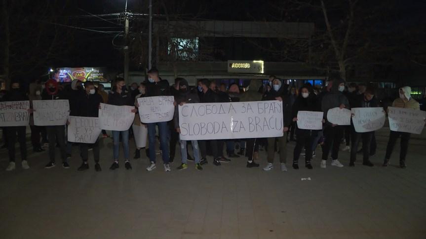 Протести родбине и средњошколаца у Грачаници се настављају
